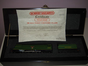 Hornby Railways R320 Battle of Britain Class Locomotive Exeter R/N 21C101 Limited Edition